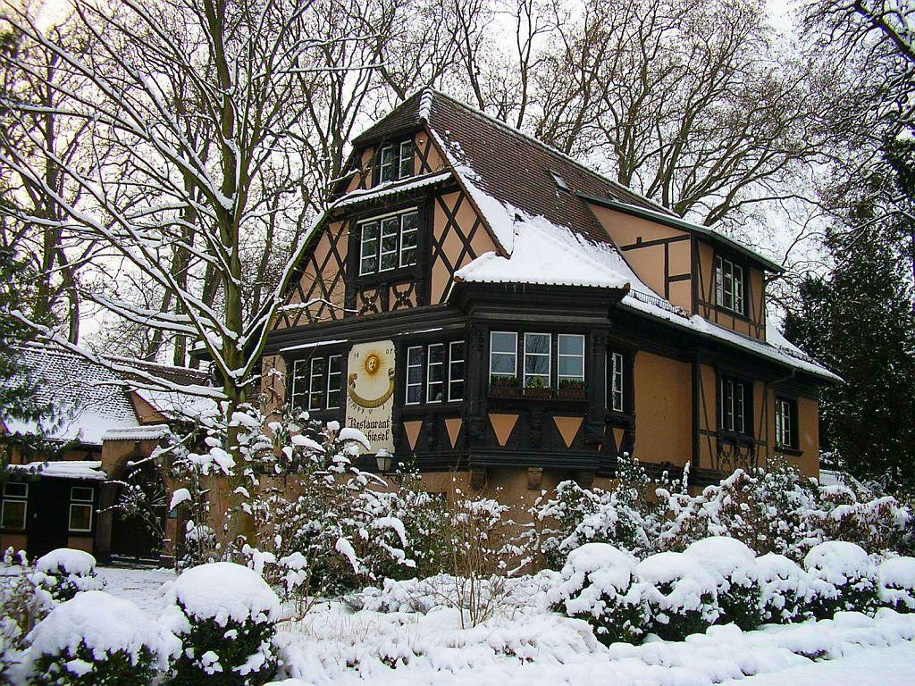 Ecran plus maison alsacienne sous la neige parc de - Source sous la maison ...