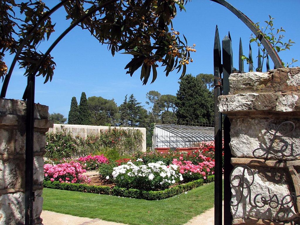 L a roseraie l 39 oliveraie et l 39 ancienne ferme for Jardin villa ratti nice
